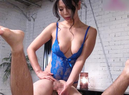 膣奥に深く食い込むハードセックスで本気で痙攣しながらイキまくるadaruto動画