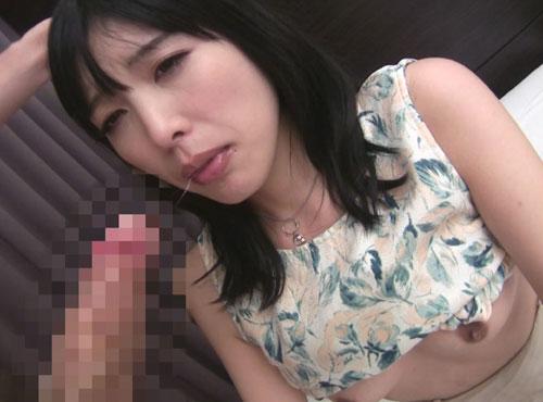 欲求不満なフェラが大好きな主婦の陰唇が行く瞬間の動画
